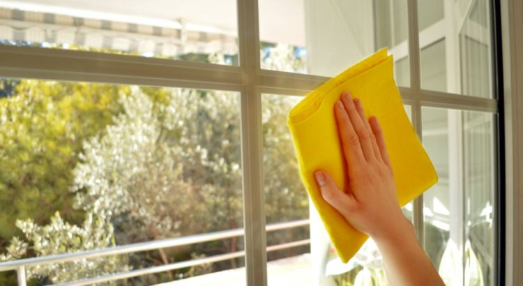 Tips Membersihkan Kaca Jendela Rumah